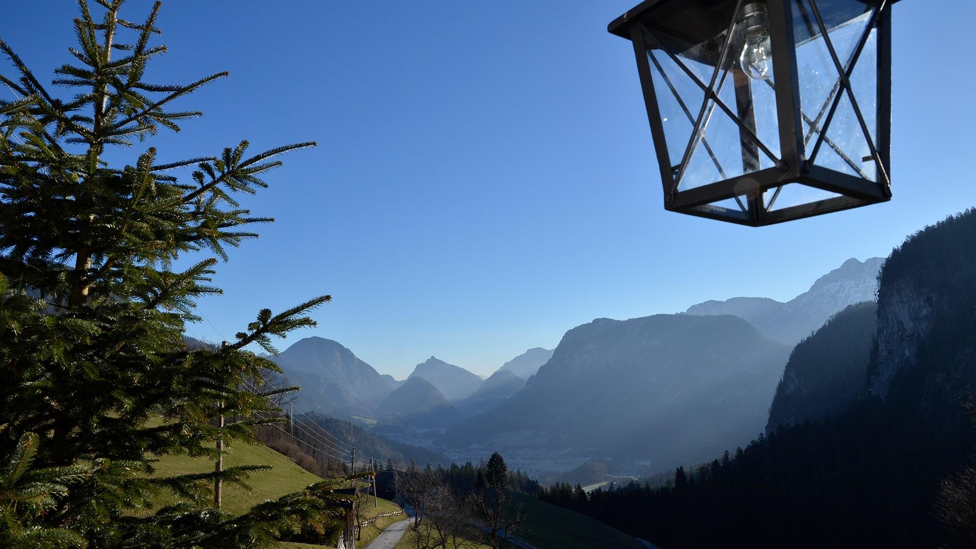 Achberg-Landschaft mit Hauslaterne-min