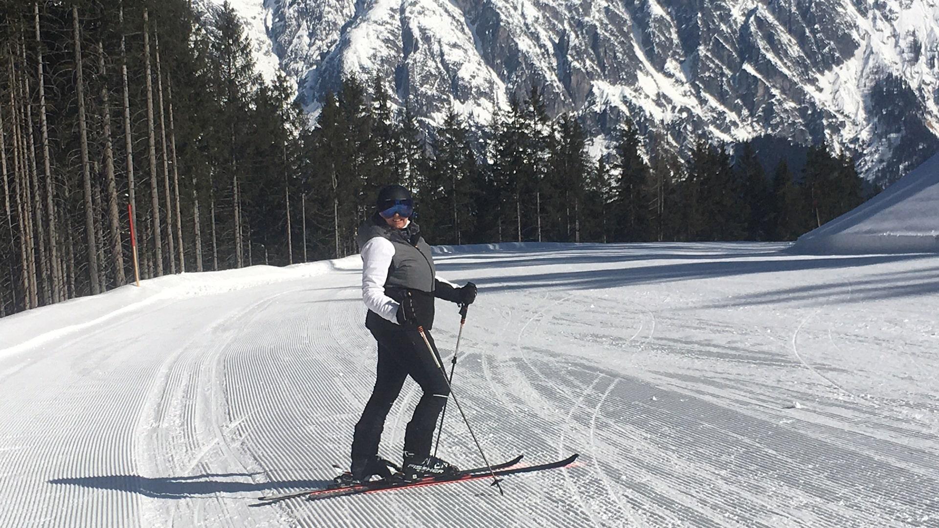 Sandra auf Ski-min