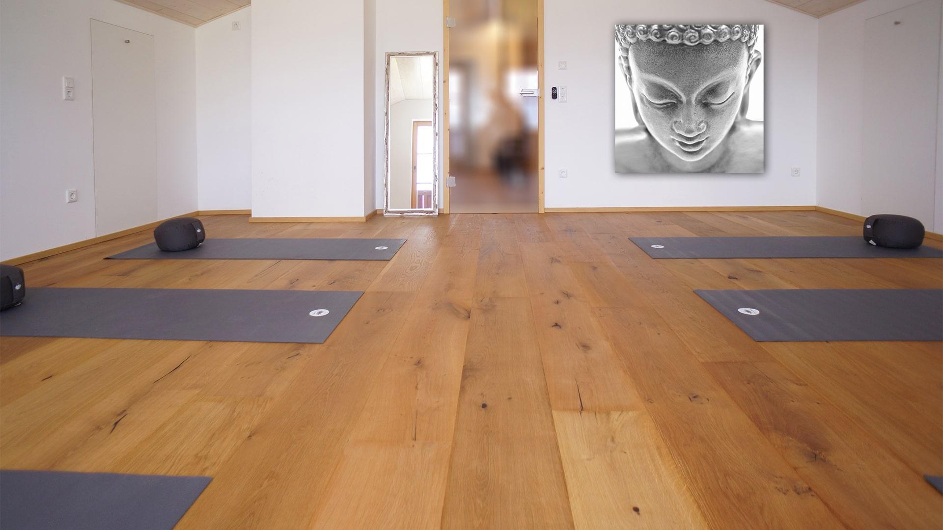 Yogaraum mit Buddhabild-min